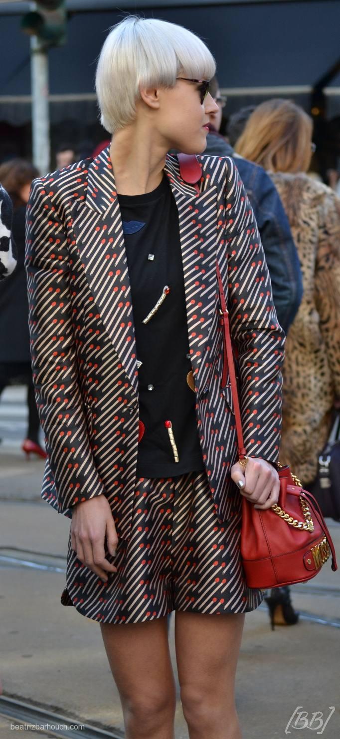 O bordado está super em alta, esse suéter preto por exemplo, é bordado com pedras, desenhos de bocas, super divertido e a Stella McCartney está criando vários deles.