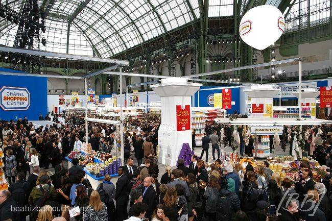 Grand Palais virou supermercado.