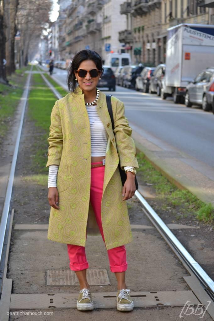 Outro look com o tênis flatform, que ficou super legal com o contraste pink da calça.